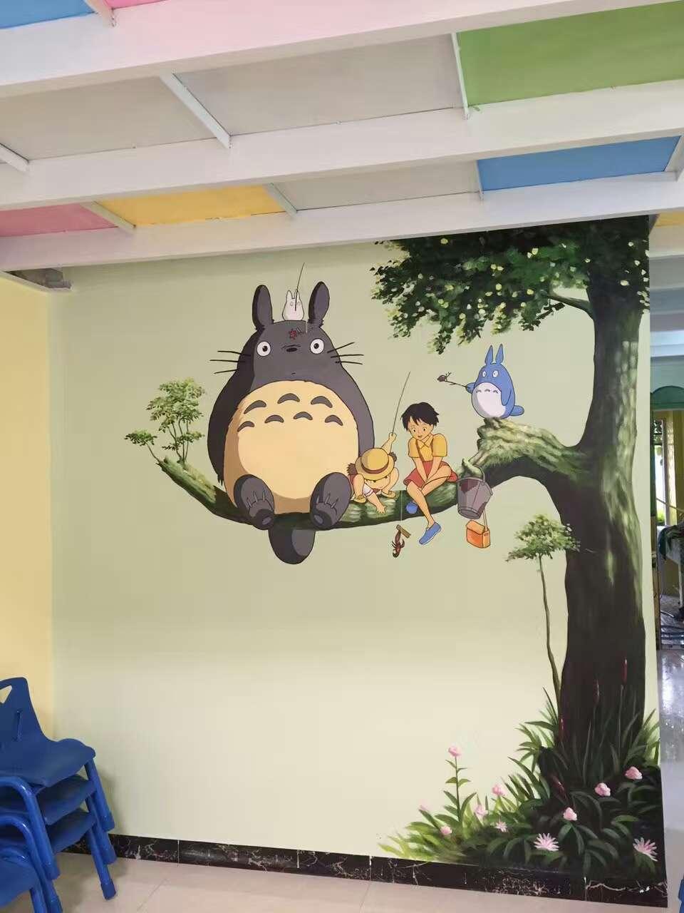 广州墙绘室内墙绘室内装修树上的龙猫